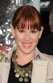 Molly Ringwald's layered coin necklaces added tons of style to her look.