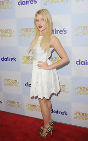 Renne Olstead posed in this sweet white eyelet dress at the premiere of 'Mirror Mirror.'