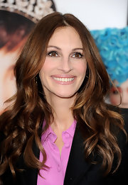 Julia Roberts wore her hair in long shiny waves while attending the world premiere of 'Mirror Mirror.'