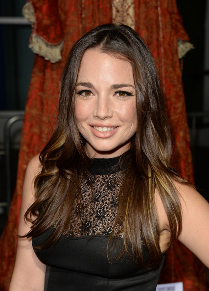 Kait Weston left her hair loose with a center part and gentle waves when she attended the premiere of 'Romeo and Juliet.'
