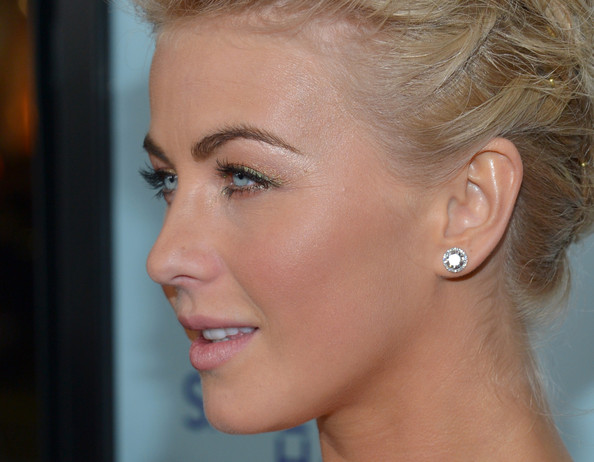 More Pics of Julianne Hough Metallic Eyeshadow (1 of 103) - Metallic Eyeshadow Lookbook - StyleBistro