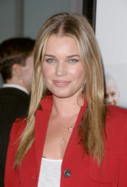 Rebecca Romijn opted for casual styling with this straight center-parted 'do when she attended the 'Thanks for Sharing' premiere.