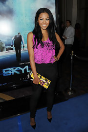 Amerie donned sultry black patent pumps with fitted skinny jeans. A graphic tank and clutch are playful additions to the casually sexy look.