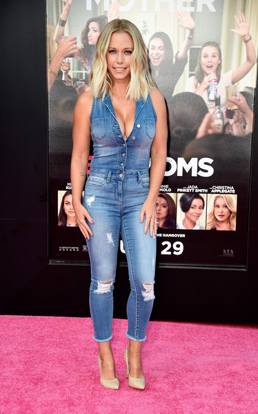 Kendra Wilkinson showed off her assets in a low-cut denim jumpsuit during the premiere of 'Bad Moms.'