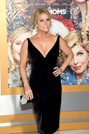 Cheryl Hines paired a black and silver box clutch with a sexy velvet dress for the premiere of 'A Bad Moms Christmas.'