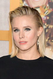 Kristen Bell wore a straight shoulder-length 'do with a gelled top and sides at the premiere of 'A Bad Moms Christmas.'