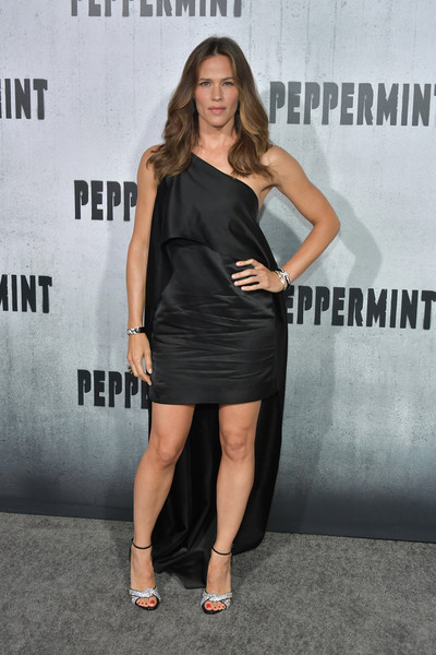 Jennifer Garner styled her dress with a pair of bedazzled sandals by Giuseppe Zanotti.