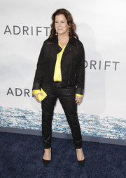Marcia Gay Harden accessorized her look with a yellow envelope clutch.