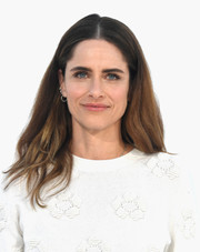 Amanda Peet sported a casual center-parted hairstyle at the premiere of 'I Feel Pretty.'