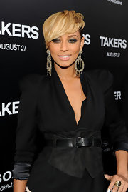 Keri paired her cinched blazer with large chain embellished earrings.