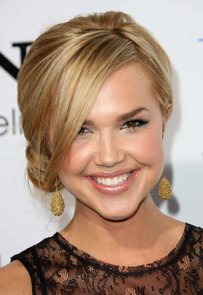 More Pics of Arielle Kebbel Loose Bun (1 of 5) - Arielle Kebbel Lookbook - StyleBistro