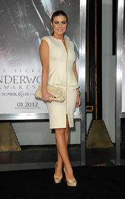 Carmen Electra paired her Ted Barker frock with nude accessories, including platform peep-toe pumps.