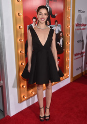 Olivia Thirlby made us go 'Ooh la la' with this deep-V fit-and flare LBD she wore to the 'Wedding Ringer' premiere!