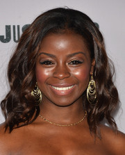 Erica Tazel attended the 'Justified' season 5 premiere wearing her hair in edgy-chic waves.