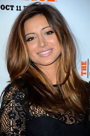 Noureen DeWulf looked great with nude lipstick and expressive eye makeup at the season premiere screening.