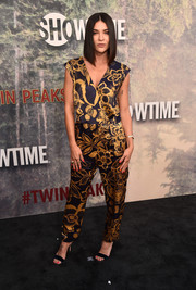Jessica Szohr kept it easy-breezy in a foliage-print jumpsuit by Tara Jarmon at the premiere of 'Twin Peaks.'