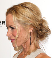 Maria Bello complemented her hairstyle with a pair of gold dangle earrings by Vhernier.