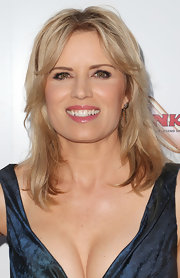 Kim Dickens chose a choppy layered 'do to give her blonde locks texture and dimension.