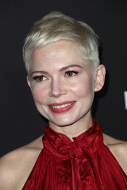 Michelle Williams attended the premiere of 'All the Money in the World' wearing her signature pixie.