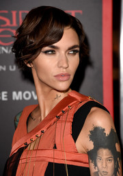 Ruby Rose wore her short hair in a tousled wavy style at the premiere of 'Resident Evil: The Final Chapter.'