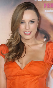 Jessica McNamee wore a shiny peachy-pink lip color at the premiere of 'The Vow.'