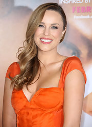 Jessica McNamee wore her long curls swept over one shoulder at the premiere of 'The Vow.'