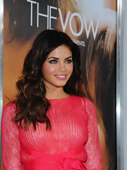 Jenna Dewan-Tatum wore a vibrant warm pink lipstick at the premiere of 'The Vow.'
