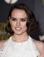 Daisy Ridley looked absolutely charming with her curled-out bob at the 'Star Wars: The Force Awakens' premiere.