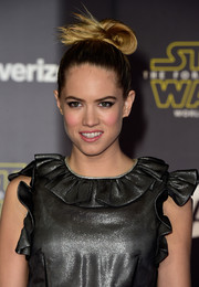 Cody Horn's updo at the 'Star Wars: The Force Awakens' premiere was just about the coolest incarnation of the top knot we've ever seen!