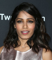 Freida Pinto topped off her look with tousled waves when she attended the premiere of 'Two Bellmen Two.'