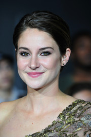 Shailene Woodley swiped on some pink lipstick for a fresh, subtle beauty look.