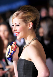 Gracie Gold attended the 'Divergent' premiere wearing a retro French twist.