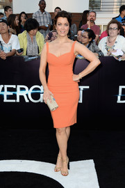 Bellamy Young showed off her beautiful curves in a tight-fitting peach dress during the 'Divergent' premiere.