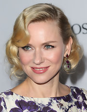 Naomi Watts added some sparkle to her red carpet look with J/Hadley's green and pink sapphire oval drop earrings.