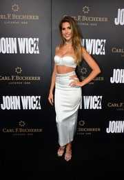 Kara Del Toro coordinated her outfit with a pair of strappy silver sandals.