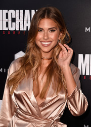 Kara Del Toro wore her down in a center-parted, wavy style when she attended the premiere of 'Mechanic: Resurrection.'