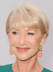 Helen showed that she is most definitely the queen of sophistication with this short cut with bangs.