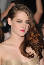 Kristen added color to her look with a hot pink lipstick.