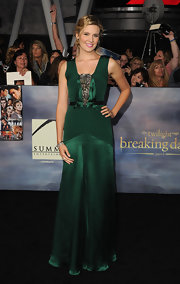 Maggie looked enchanting in this emerald gown at the 'Breaking Dawn' LA premiere.
