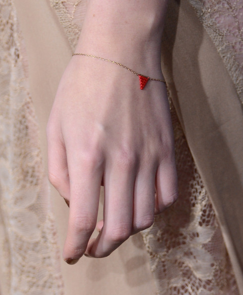 Although Kristen kept her accessories to a minimum at the 'Breaking Dawn - Part 2' premiere, she still wore this delicate golden flag bracelet for a hint of classic KStew charm.