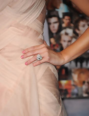 What a rock! Ashley wore this gigantic teardrop diamond ring to 'The Twilight Saga: Breaking Dawn - Part 2' premiere.