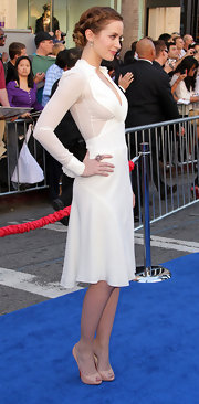 Emily Blunt wowed at the 'Gnomeo and Juliet' premeire in a gold, diamond and spinel Flower Ring.