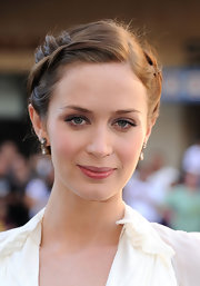 To top off her romantic look, Emily Blunt chose a soft and pink lip color.