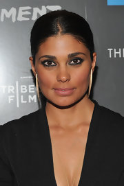 Rachel Roy attended the premiere of 'Detachment' wearing lots of dark liner and shadows to create her smoldering eye makeup effect.