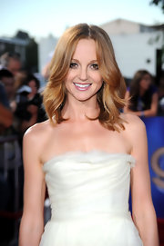 The adorable Jayma Mays added drama to her elegant frock by styling her red hot tresses in loose curls.