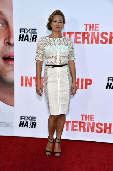 Zoe Bell stuck to a pretty white frock with floral lace detailing for the premiere of 'The Internship.'
