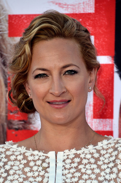 Zoe Bell's light and airy waves had a very romantic touch.