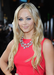 Laura Vandervoort wore her ultra-long tresses in subtle waves at the premiere of 'This Means War.'