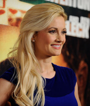 Holly Madison wore her hair down in billowy waves when she attended the 'Runner Runner' premiere.