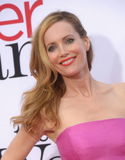 Leslie Mann looked oh-so-lovely wearing her hair in a wavy side sweep during the LA premiere of 'The Other Woman.'
